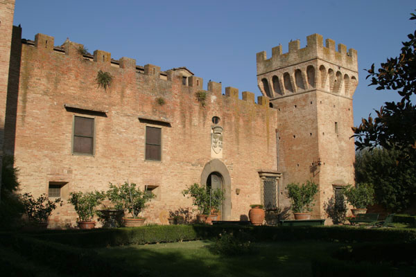 Monte Oliveto (600Wx400H) - The Castle - photo courtesy of Paolo Ramponi - castellitoscani.com