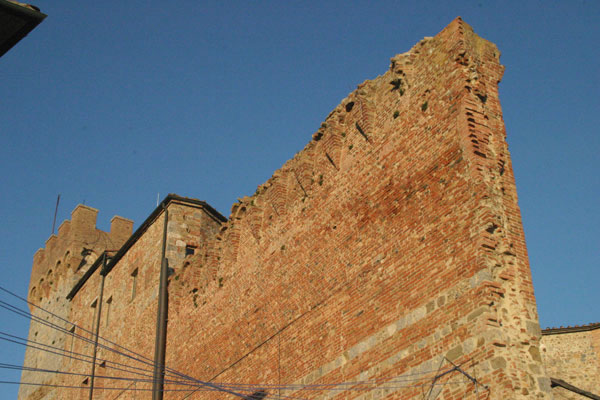 Casole d'Elsa (600Wx400H) - Town Walls - photo courtesy of Paolo Ramponi - castellitoscani.com