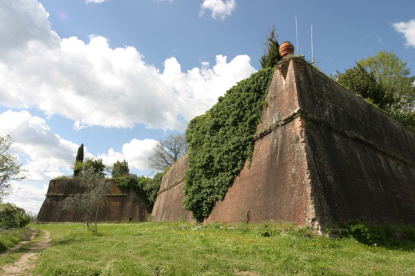 S.Piero a Sieve (600Wx400H) - S.Martino Fortress - photo courtesy of Paolo Ramponi - castellitoscani.com