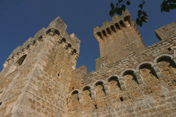 Spedaletto (600Wx400H) - The castle - photo courtesy of Paolo Ramponi - castellitoscani.com