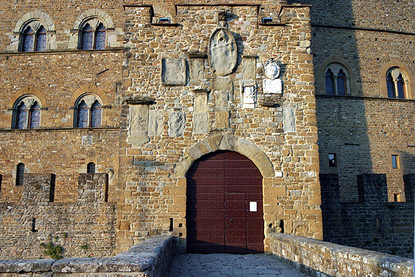 Poppi (600Wx400H) - Conti Guidi Castle - photo courtesy of Paolo Ramponi - castellitoscani.com