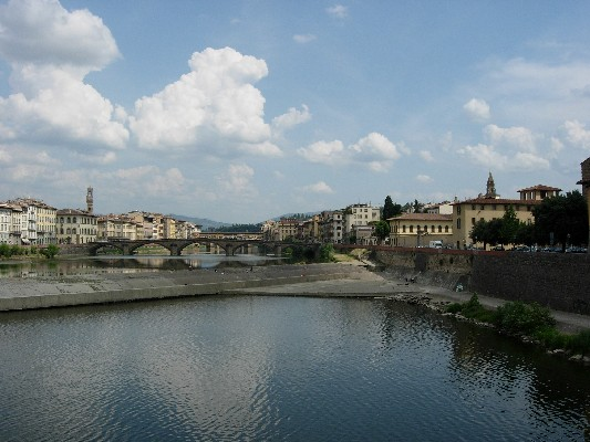 Arno Summer time (533Wx400H) - Photo by Stefania (student from Turin)