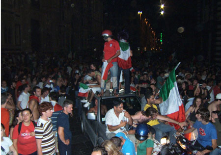 Piazza Duomo (450Wx316H) - The ecstatic crowd in Piazza Duomo, Florence (Photo by Danette St.Onge)