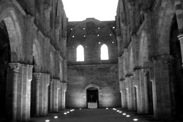 San Galgano, Tuscany (600Wx400H) - A view of the wonderful church of San Galgano, in Southern Tuscany. Not to be missed! (Photo by Gianluca Tufano - <a href='http://www.gianlucatufano.com' target='_blank'>Gianluca Tufano website</a>)