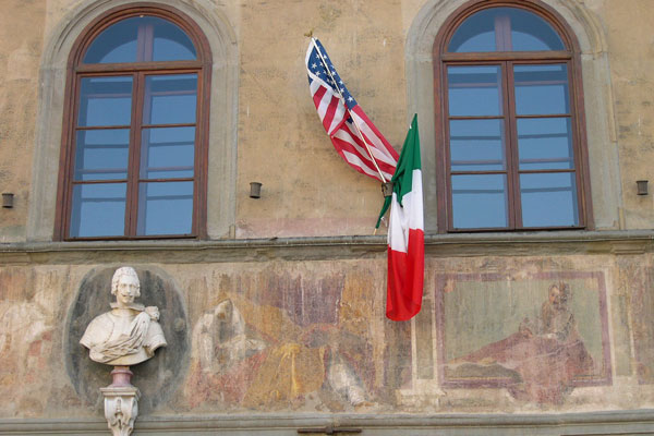 Friendship (600Wx400H) - American and Italian flags in Santa Croce square.
