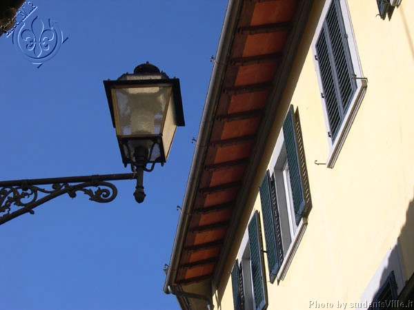 S. Spirito, hidden street  (600Wx400H) - Winter 2004. Blue sky in Santo Spirito. (Photo by Marco De La Pierre)