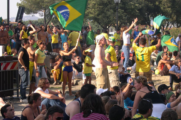 World Championship 2006 (600Wx400H) - Brazilian fans in front of the Maxi-Screen in located in San Niccolò, Florence. Match Brazil-Ghana 3-1. (Photo by Marco De La Pierre)
