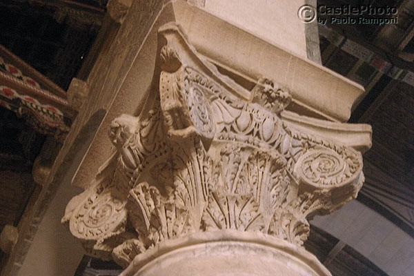 Download Carved capital (600Wx400H)