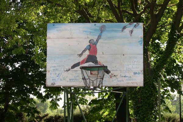Playground (600Wx400H) - Basketball court at the Cascine Park.  The playground is located close to Via delle Cascine. The best day to go is on Saturday afternoon (when the level of the players is eccellent!). The