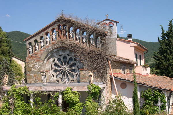 Wine Road (600Wx400H) - A wonderful house (a former church) located on the Chiantigiana road, the impressive