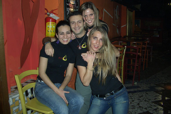 Girasol Latin Bar (600Wx400H) - From left to right: Monica (Brazil), Ciro (Italy), Mari(Argentina), Maru (Argentina)