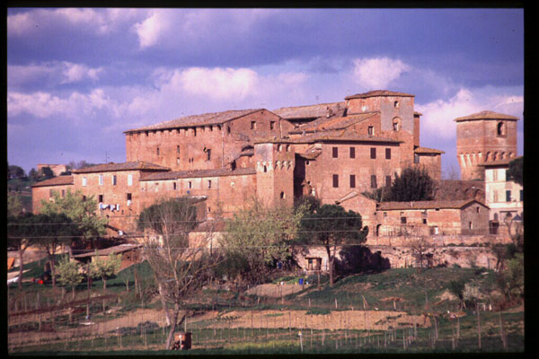 Cuna (600Wx400H) - Cuna, fortified Grancia - photo courtesy of Paolo Ramponi - castellitoscani.com