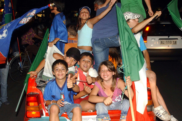 Baby tifosi! (600Wx400H) - Baby supporters partying around the city! (Photo Courtesy of Repubblica.it)