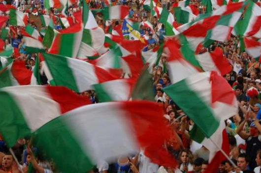 A Ocean of Flags... (530Wx352H) - A Ocean of Italian flags...A very rare show in Italy...(Photo Courtesy of Repubblica.it)