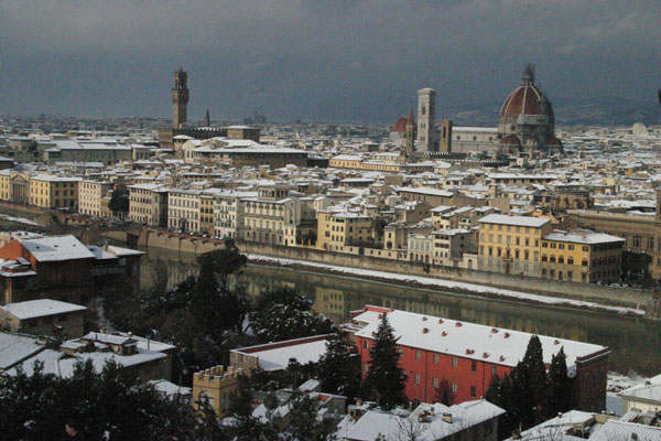White Christmas (600Wx400H) - 28th December 2005 - View of Florence from Piazzale Michelangelo (Photo by Marco De La Pierre)