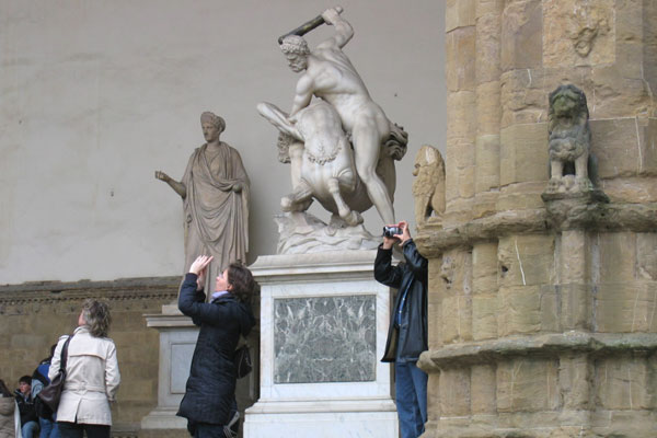Photomaniacs (600Wx400H) - Photographers in Piazza Signoria, Florence (Sassica Francis-Bruce)