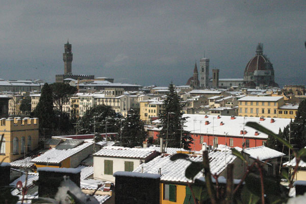 Colourful Florence... (600Wx400H) - Yellow, Red, White....a view of a colourful Florence under the snow in December 2005.. (Photo by Marco De La Pierre)