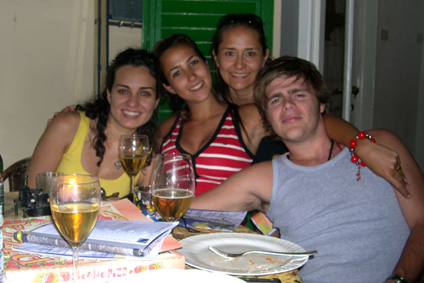 South America in Florence (600Wx400H) - Lucas (Brazil) with 3 south American beauties (Lizia from Mexico, Monica and Maite from Brazil..)...