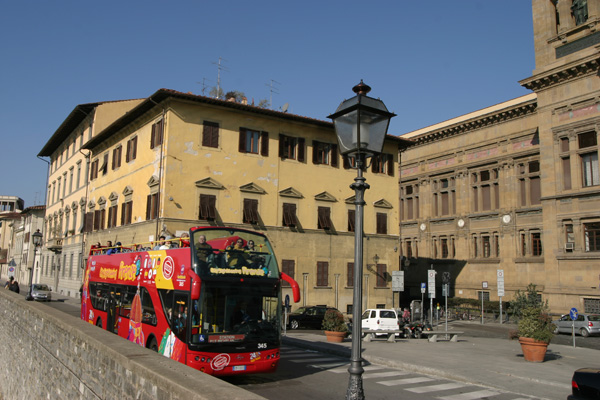 Tour of Florence (600Wx400H) - In spring and summer time it's cool to catch one of these buses and ride all around the city...