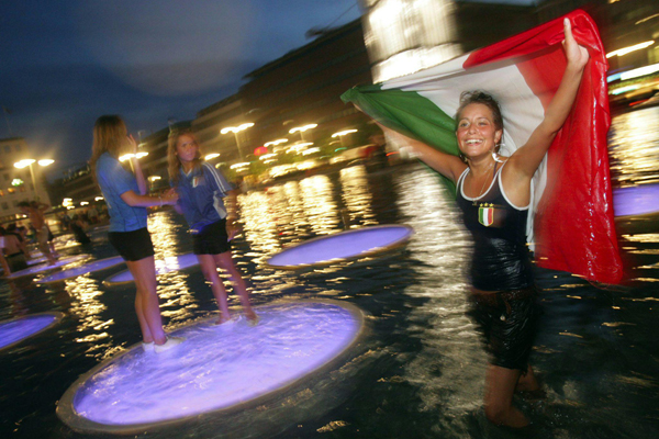 Happiness... (600Wx400H) - Happiness is a dive in an Italian fountain after the winning of the world cup...(Photo Courtesy of Repubblica.it)