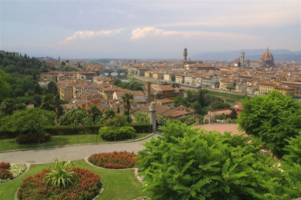 Florence postcard (600Wx400H) - Beautiful picture of Florence taken from the garden of Piazzale Michelangelo in spring time. Courtesy of <a href='http://www.istitutoeuropeo.it/agent/sv/ie.htm' target='_blank'>Istituto Europeo</a>