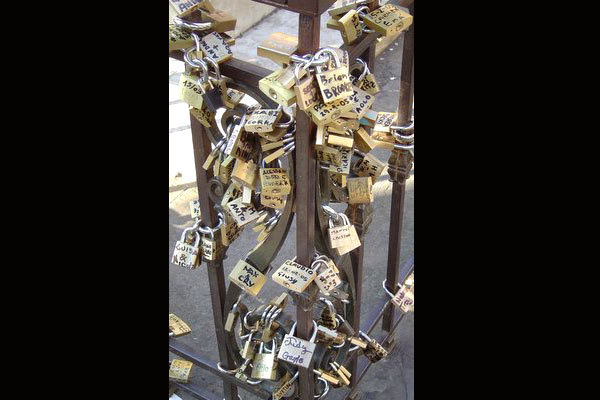 Locks of Love (600Wx400H) - When walking along the Ponte Vecchio, don't forget to check out the locks of love.  People write their names on locks and attach it, in hopes for their love to last forever. (Jacqueline Ahn, from New York currently studying at Polimoda in Florence)