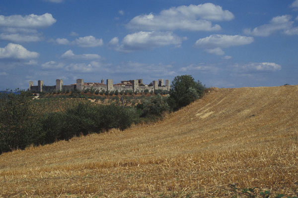 Monteriggioni (600Wx400H) - Monteriggioni, Tuscany (Photo Courtesy of <a href='http://www.studentsville.it' target='_blank'>studentsVille.it</a>)