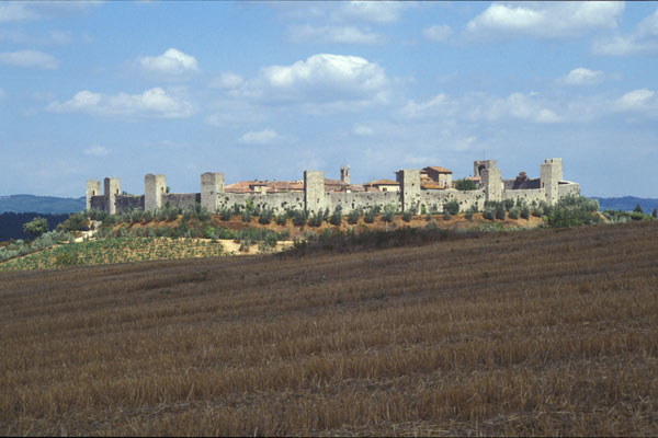 Monteriggioni (600Wx400H) - The medieval village of Monteriggioni (Photo Courtesy of <a href='http://www.studentsville.it' target='_blank'>studentsVille.it</a>)
