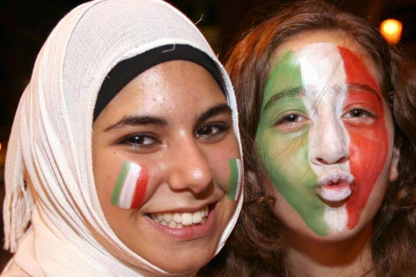 No borders.... (600Wx400H) - Happiness without borders...(Photo Courtesy of Repubblica.it)