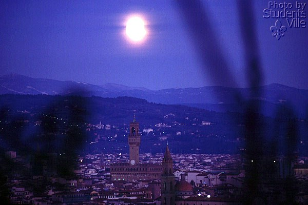 Florence by Night (600Wx400H) - View from the Bellosguardo hill by night (Photo by Paolo Ramponi)