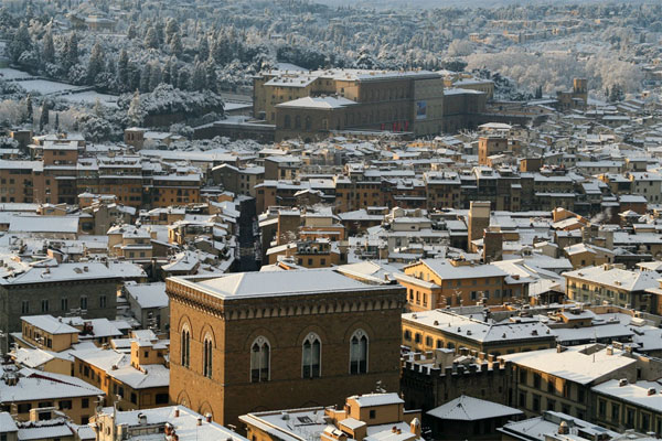 OrsanMichele Church (600Wx400H) - A beautiful view of Orsanmichele Church under the snow. On the background Palazzo Pitti. (Photo Courtesy of <a href='http://xoomer.virgilio.it/neveafirenze/' target='_blank'>Marco di Leo </a>)