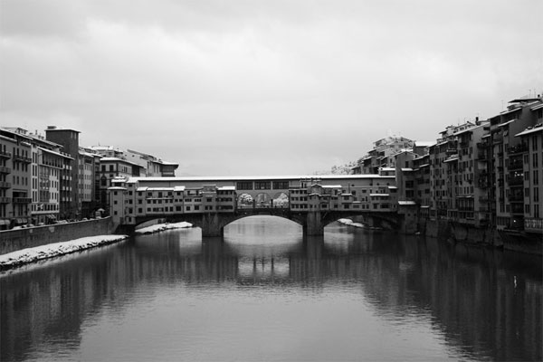 Ponte Vecchio (600Wx400H) - Ponte Vecchio and Arno river :: Winter 2005 (Photo Courtesy of <a href='http://xoomer.virgilio.it/neveafirenze/' target='_blank'>Marco di Leo </a>)