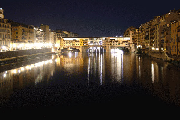 Ponte Vecchio (600Wx400H) - Ponte Vecchio by night (Photo by Fabio, Internet Station Service in Largo Alinari, 30)