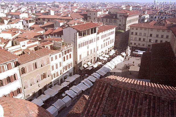 The Market (600Wx400H) - The open air market viewed from the Basilica's roof (Photo by Paolo Ramponi)