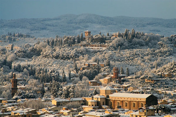 Santo Spirito district (600Wx400H) - A view of the most romantic district of Florence (Santo Spirito) under the snow.. (Photo Courtesy of <a href='http://xoomer.virgilio.it/neveafirenze/' target='_blank'>Marco di Leo </a>)